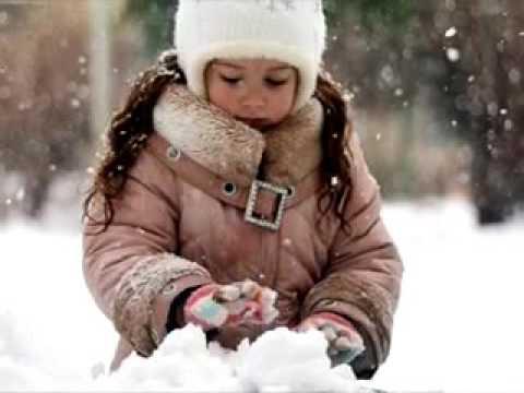 Изображение предпросмотра прочтения – СофьяМакарова читает произведение «Белые Снеги» Е.А.Евтушенко
