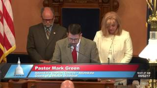 Sen. Meekhof welcomes Pastor Green to deliver invocation at the Michigan Senate