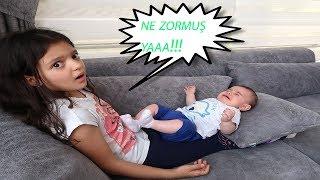 Masal Bebek Bakıcısı Oluyor ve Gerçek Bebek Bakıyor - Kids Pretend Play Taking of  Babies feeding