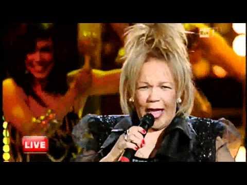 """Lambada  Kaoma Live 2011 """"Chorando se foi """"  Loalwa Braz ."""