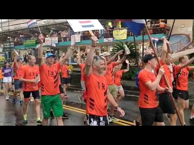 Nederlanders tijdens IM Hawaii parade
