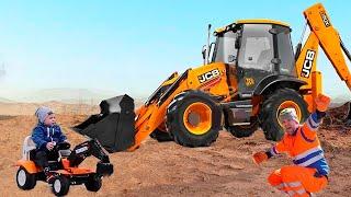 ЭКСКАВАТОР сломался Малыш Чинит Мощный Трактор. Сборник видео про Трактор для детей