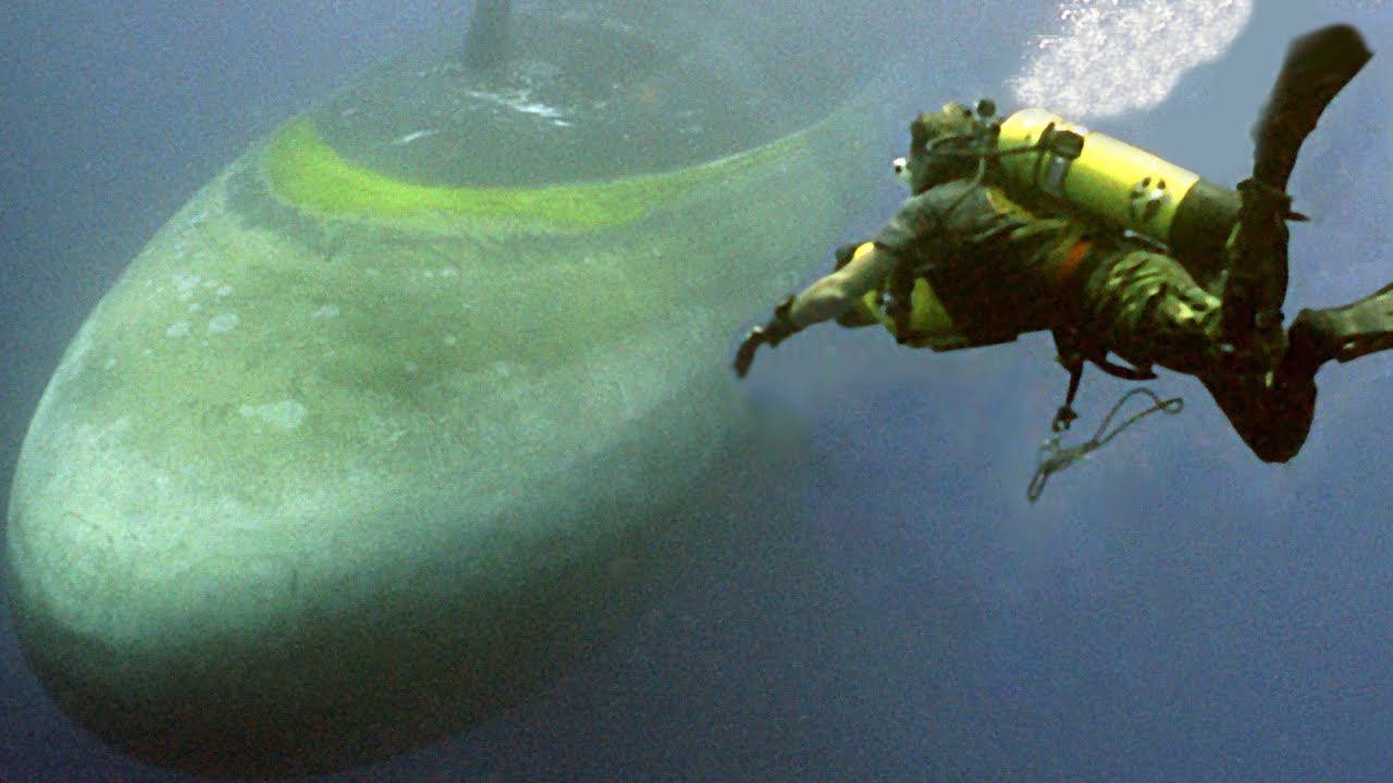Download Scary Moments During Rescue of Lost US Submarine