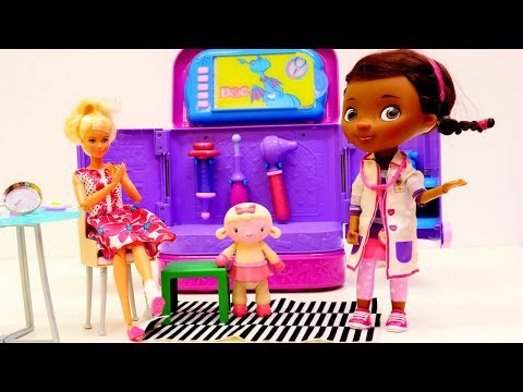 Barbie ile oyunlar. Dr. Mc Stuffins'e gidiyoruz. Kız videosu.