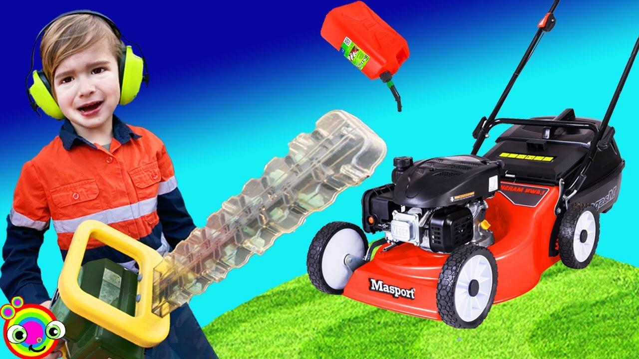 Lawn Mower Video for Kids | BLiPPi Toys | min min playtime