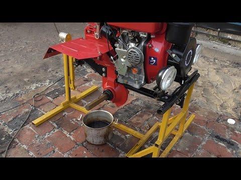 Замена масла и промывка соляркой двигателя, редуктора и КПП мотоблока.