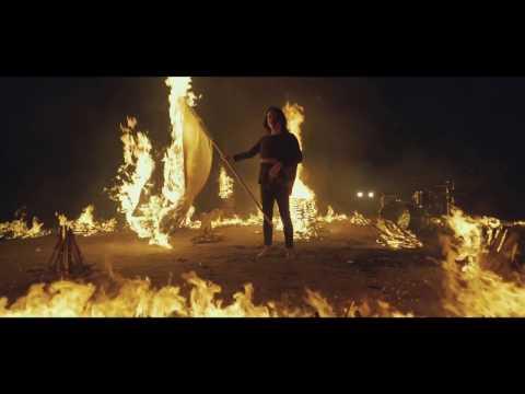 LONE-タペストリ-(Official Music VIdeo)