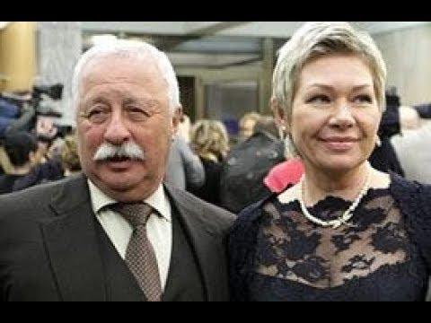 Сколько лет молодой жене Якубовича? Оказывается, они живут в разных домах - Смешные видео приколы