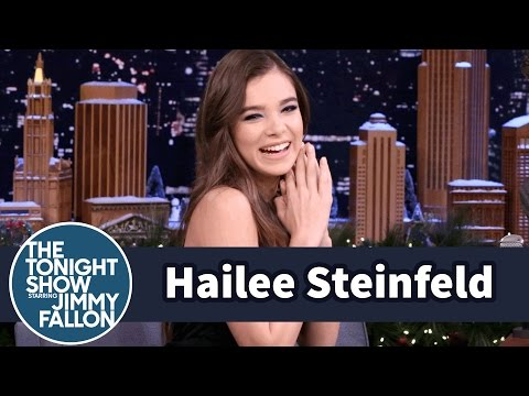 Hailee Steinfeld and Woody Harrelson Edge of...