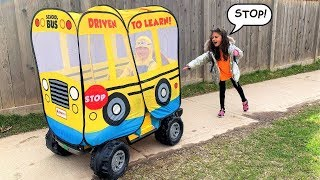 هايدي فاتتها حافلة المدرسة إلى المدرسة لعب نتظاهر   Heidi و Zidane