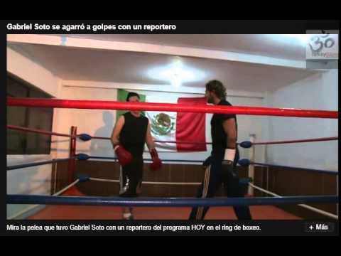 Gabriel Soto da clases de boxeo