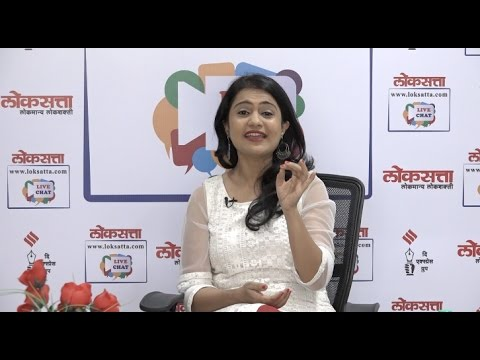 Amruta Subhash perform song from Ti Phulrani at Loksatta Live Chat