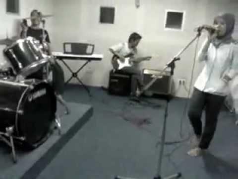 sik asik rock cover@ ymmi studio.flv