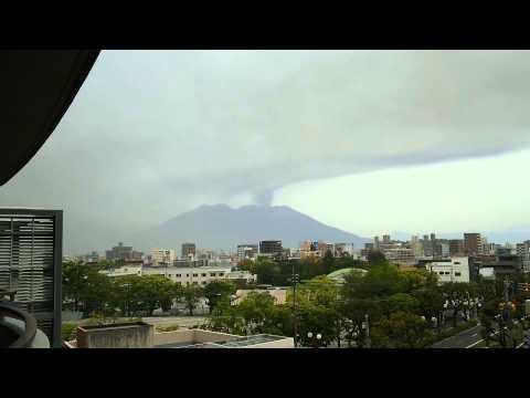 Sakurajima's Eruption Covered Whole Sky into DARK! (23 April 2015) Japanese CALBUCO!