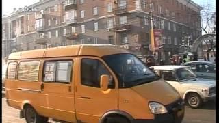 видео На перекрестке Попова и Калинина по-странному работает светофор