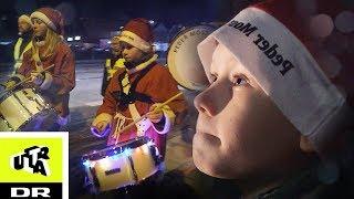 Må ikke lave fejl! Silas spiller til juleoptog! | Ultra Ægte