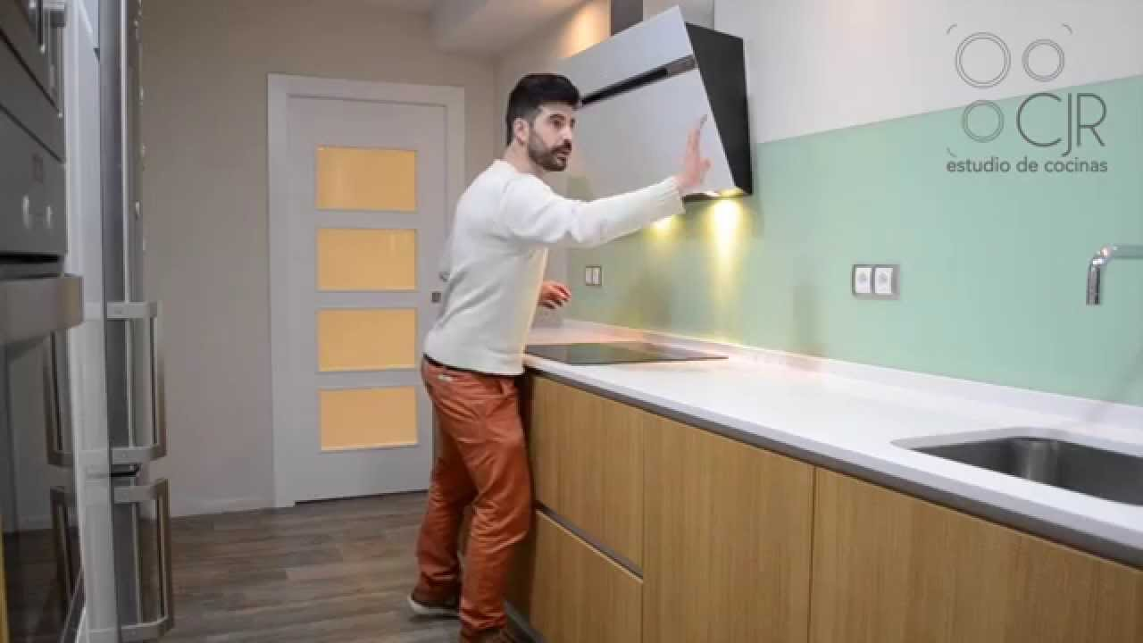 Cocina con frente en cristal verde menta youtube for Colores de granito para encimeras