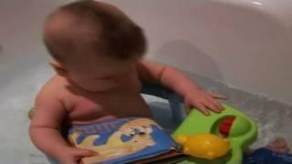 comment laver oreilles bébé