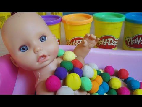baby-bath-time-play-doh-bubble-gum(-hora-del-baño-del-bebé-con-bolas-chicle-de-play-doh)