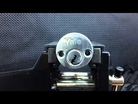 Взлом отмычками Yale SPP  Lockpicking Yale SPP ()