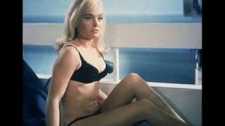 Shirley Bassey - Goldfinger [James Bond Theme Song] [HD]