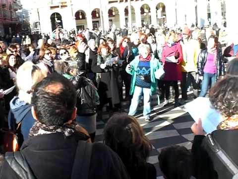 "flash mob "" Imagine""  (Lennon) Nice"
