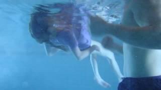 Rückenschwimmen Unterwasserfilm – Kleiderschwimmen – Sicherheitstraining