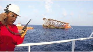Clip Giây phút vỡ òa của kỹ sư VN khi chân đế Sao Vàng Đại Nguyệt hạ thủy thành công trên biển Đông