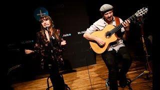Rozalén e Ismael Guijarro en directo interpretan  'La puerta violeta'