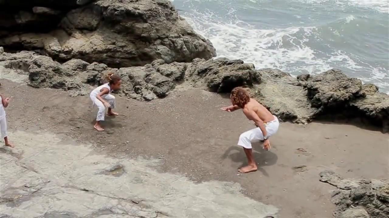 1ce478bb167d Capoeira: danza, arte marcial y música - YouTube