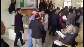 ميليشيات الحوثي تقتحم جامعة صنعاء وتهدد أساتذتها بالسلاح