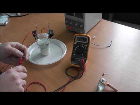 видео: Почему нельзя соединять медные и алюминиевые провода вместе.