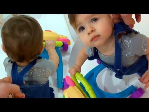 El esposo a Ximena Duque le enseña a caminar a su hija ...
