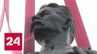 """Памятник Горькому вернулся на место после долгой """"ссылки"""""""