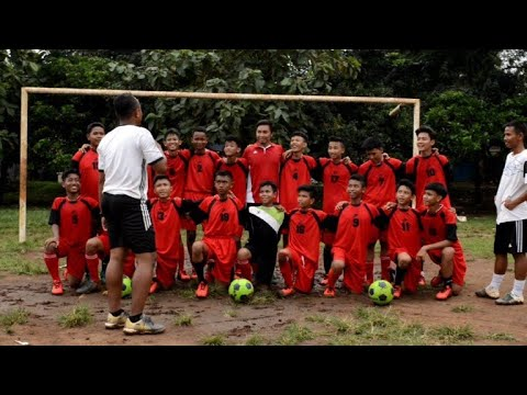 Street side: Indonesia slum kids eye youth 'World Cup'