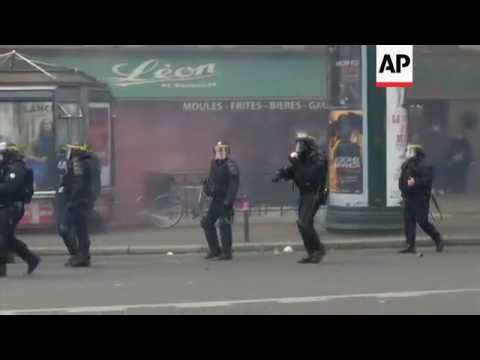 Protesters clash with police in Paris