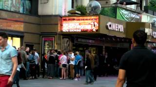 Смотреть видео  в сохо лондон