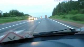 видео Дорожная разметка за городом, на дорогах с тремя полосами движения