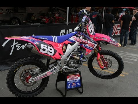 Troy Lee Goes Pink - TransWorld Motocross