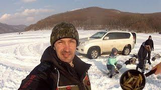 Как Натка рыбу в сковородку ловила Рыбалка весной Жарим корюшку на льду