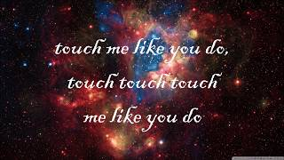 Скачать Ellie Goulding Love Me Like You Do Lyric Video HD