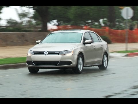 Volkswagen Jetta Hybrid roadtest (English subtitles)
