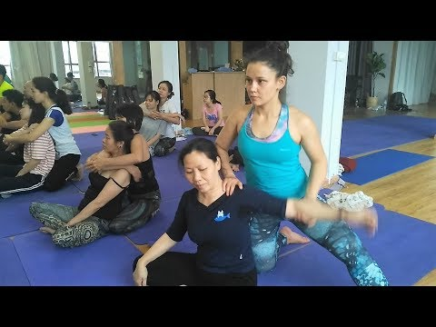 Yoga Stretch Massage training in Hanoi