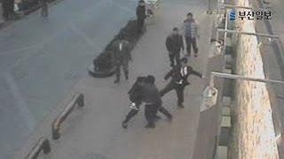 Repeat youtube video '피의 보복' CCTV영상...부산 조폭 '칠성파' 두목 등 25명 구속기소