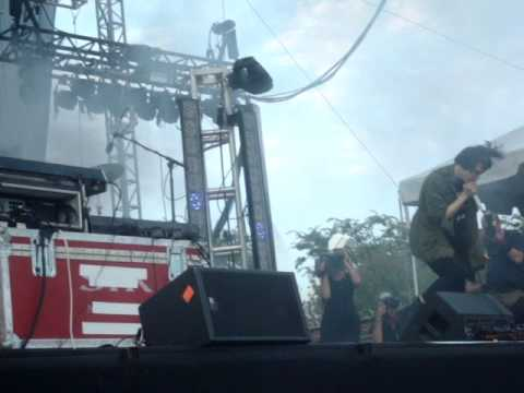 Crystal Castles  Intimate  at Lollapalooza 2011