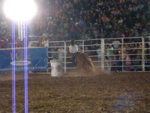 Raissa Cruz e Country San Badger, final do Rodeio ...