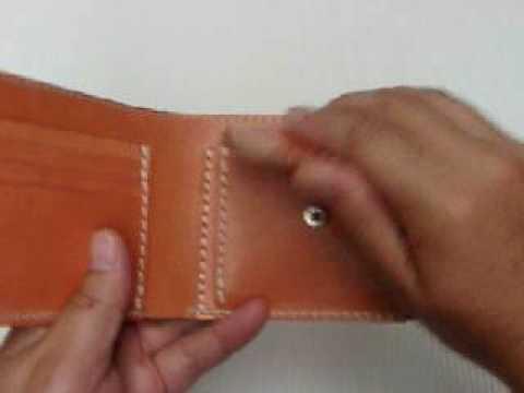 蝋引き革サーモンピンクの2折りシンプル財布