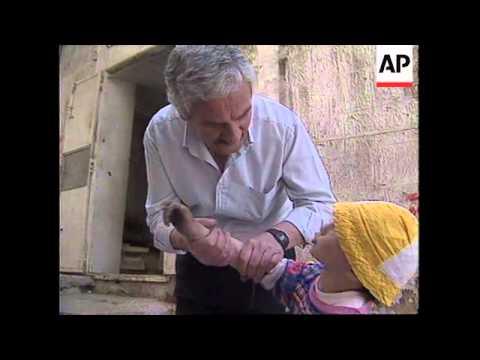 WEST BANK: HEBRON: PALESTINIAN BOY BEFRIENDS ISRAELI SOLDIERS