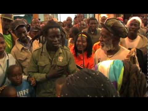 RASTAFARI Burning Spear Day 1 in Kenya (airport/hotel) A huge crowd gathers