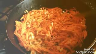 Гречка с грибами и овощами в томатном соусе